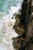 Ondas del acantilado - isla de Fraser Foto de archivo libre de regalías