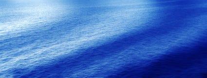 Ondas del agua Fotos de archivo libres de regalías