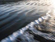 Ondas del agua y de arena Imágenes de archivo libres de regalías