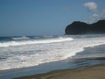 Ondas del mar de Tasman, Piha Beack Imagen de archivo libre de regalías