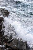 Ondas del mar que se estrellan Imagenes de archivo