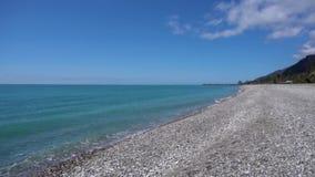 Ondas do mar, litoral com montanhas A Abkh?sia filme