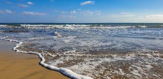 ondas do mar na praia Playa de Maspalomas da areia, Gran canaria spain imagens de stock royalty free