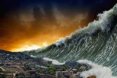 Ondas do tsunami fotografia de stock