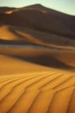 Ondas do vento e de areia no deserto de Namib Fotos de Stock