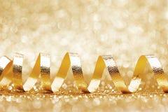 Ondas douradas brilhantes da fita Imagens de Stock Royalty Free