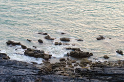 Ondas e rocha de oceano Imagens de Stock