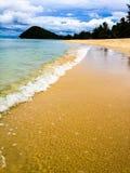 Ondas em uma praia Imagem de Stock