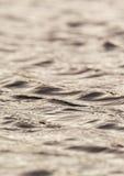 Ondas en el agua Fotos de archivo libres de regalías
