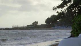 Ondas en el agua tropical del océano almacen de metraje de vídeo