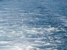 Ondas en el mar Fotos de archivo libres de regalías