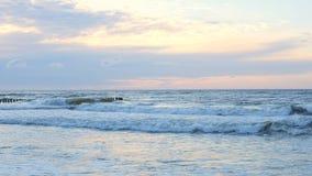 Ondas en el mar Báltico almacen de video