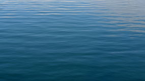 Ondas en el océano azul Imagen de archivo