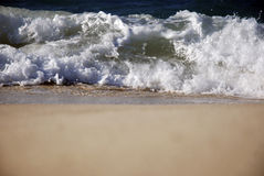 Ondas en la costa del norte de Egipto Fotos de archivo