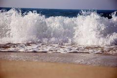 Ondas en la costa del norte de Egipto Imágenes de archivo libres de regalías