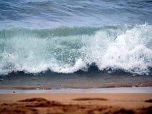 Ondas en la playa foto de archivo