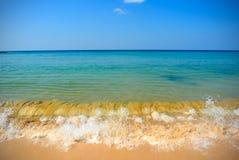 Ondas en la playa Imágenes de archivo libres de regalías