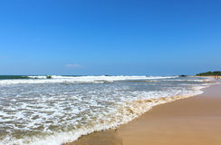 Ondas en la playa de Bentota Imagen de archivo