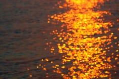 Ondas en la puesta del sol Imagenes de archivo