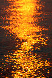 Ondas en la puesta del sol Fotos de archivo libres de regalías