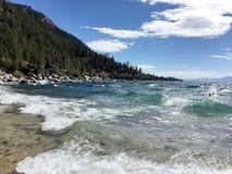 Ondas en Lake Tahoe Fotografía de archivo libre de regalías