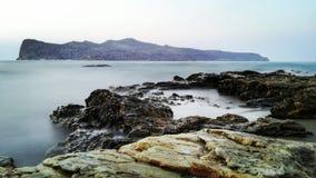 Ondas en las rocas Fotografía de archivo libre de regalías