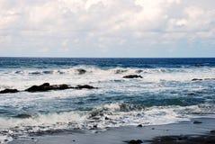 Ondas en Océano Atlántico Fotos de archivo