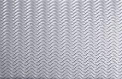 Ondas en un fondo de plata, chapa ondulada Fotografía de archivo