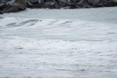Ondas grandes en el mar, el Mar del Norte en el movimiento imagen de archivo