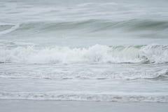Ondas grandes en el mar, el Mar del Norte en el movimiento imagen de archivo libre de regalías