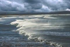 Ondas grandes en la costa de Nueva Zelanda Fotografía de archivo libre de regalías