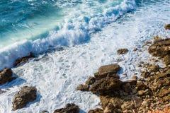 Ondas hermosas en el mar Imagen de archivo