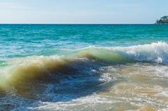Ondas hermosas en el mar Foto de archivo libre de regalías