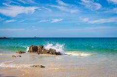 Ondas hermosas en el mar Fotos de archivo