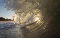 Ondas Kauai do nascer do sol, HI fotos de stock