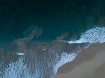Ondas Kauai do nascer do sol, HI imagens de stock