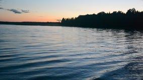 Ondas na água do lago vídeos de arquivo