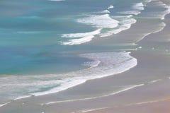 Ondas na baía de Tautuku de Florence Hill Lookout, o Catlins, ilha sul, Nova Zelândia fotografia de stock
