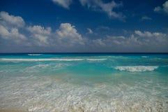 Ondas na costa do mar das caraíbas Foto de Stock Royalty Free