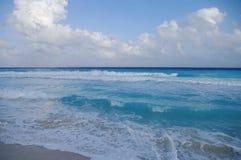 Ondas na costa do mar das caraíbas, México Fotografia de Stock Royalty Free