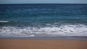 Ondas na praia vídeos de arquivo