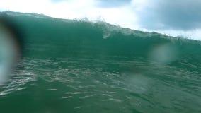 Ondas na praia de Nai Harn, Tailândia filme