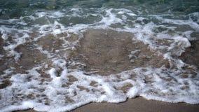 Ondas na praia nas costas do Golfo da Tailândia video estoque