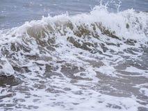 Ondas no litoral fotografia de stock royalty free