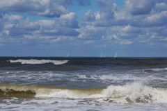 Ondas no oceano imagens de stock royalty free