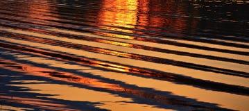 Ondas no por do sol Fotografia de Stock Royalty Free
