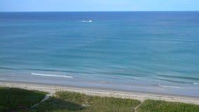 Ondas nortes do litoral de Florida da ilha de hutchinson video estoque