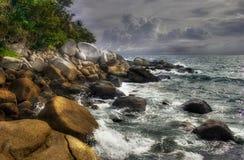 Ondas, piedras de Phuket Imágenes de archivo libres de regalías
