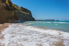 Ondas que batem a praia Fotografia de Stock