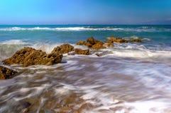 Ondas que batem a praia Imagem de Stock Royalty Free